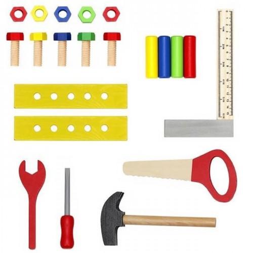 Дървена работилница с инструменти