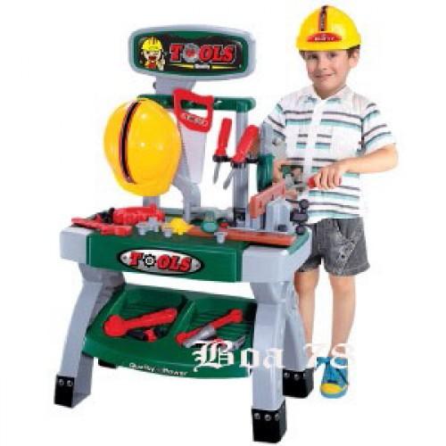 Работилница с каска и инструменти